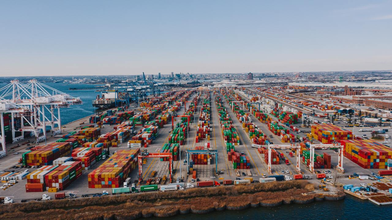 Developing Logistics Industry with Smart Business Strategy